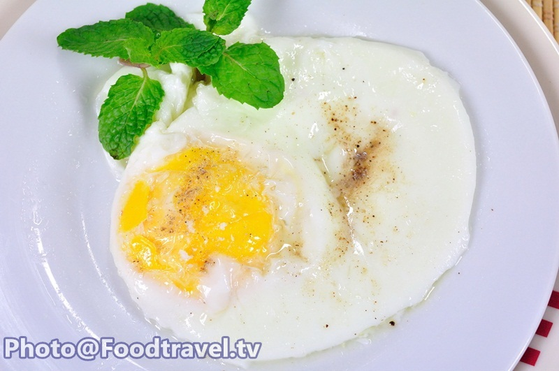 how to make a fried egg in the microwave