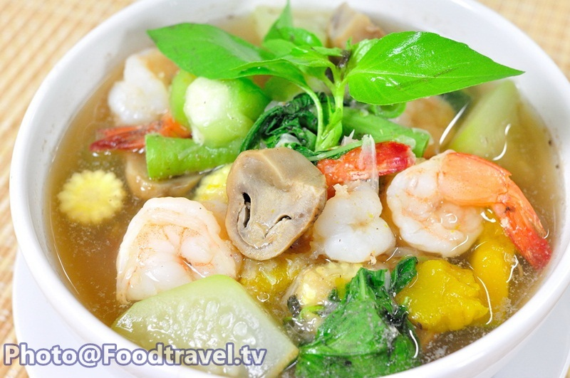 Thai Spicy Mixed Vegetable Soup with Prawns (Gang Liang Goong ...